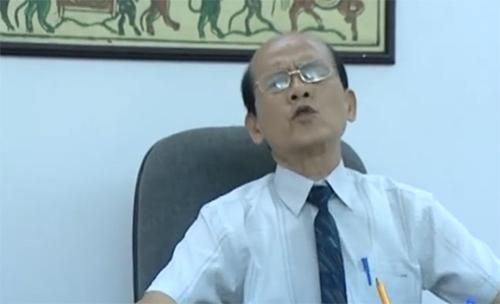 """Nghệ sĩ Phạm Bằng trong một phân cảnh của tiểu phẩm """"Người Tuổi Voi""""."""