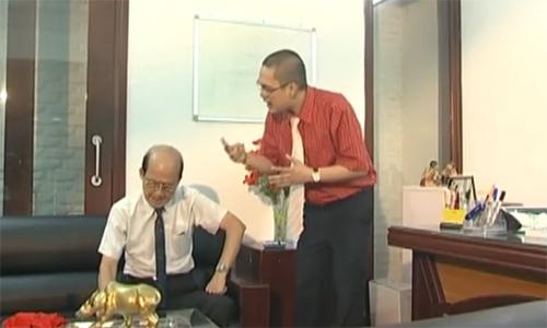 """Nghệ sĩ Phạm Bằng và diễn viên Viết Thái trong một phân cảnh của tiểu phẩm """"Người Tuổi Voi""""."""