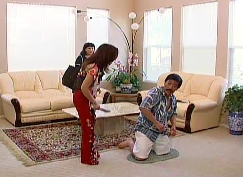 """Cảnh vợ bắt nạt chồng trong """"Lập Mưu Dạy Vợ"""""""