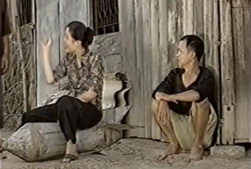 Hồng Vân và Nguyễn Sơn trong một cảnh phim