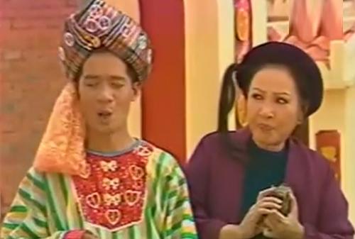 Hồng Vân và Minh Nhí trong một cảnh tiểu phẩm