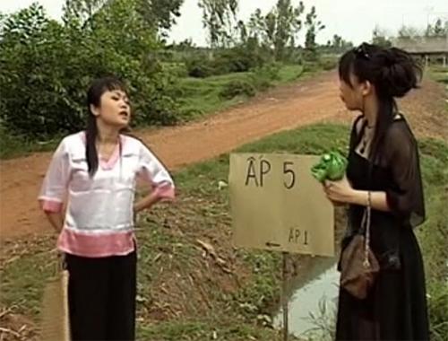Kim Oanh và Kiều Liên trong một cảnh tiểu phẩm