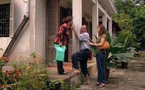 Hoàng Sơn và nghệ sĩ Ngọc Giàu trong một cảnh tiểu phẩm