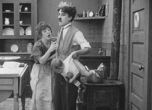 Vợ Charlie bảo chồng tới cửa hàng mua sữa cho con.