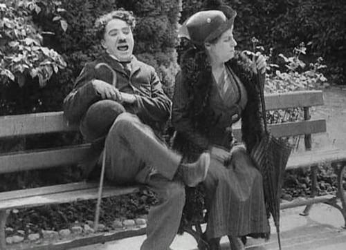 ''In the Park'' là tác phẩm thứ 4 của Charles Chaplin ra mắt năm 1915 và là một trong những phim lấy bối cảnh công viên.