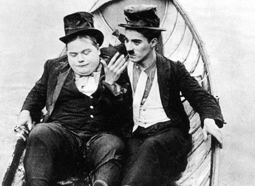 Tiểu phẩm hài ''The Rounders'' nằm trong series hài của Vua hề huyền thoại Charles Chaplin.