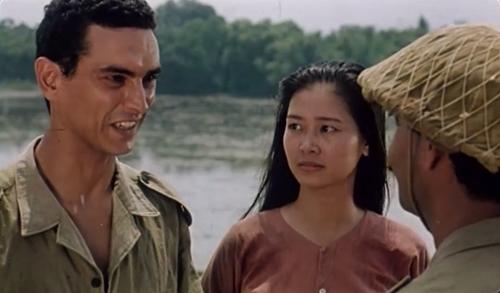 Ali có lòng trắc ẩn và hằng mong chiến tranh sớm kết thúc. Sau lần tình cờ gặp gỡ, anh đem lòng yêu và muốn lấy Liên làm vợ...
