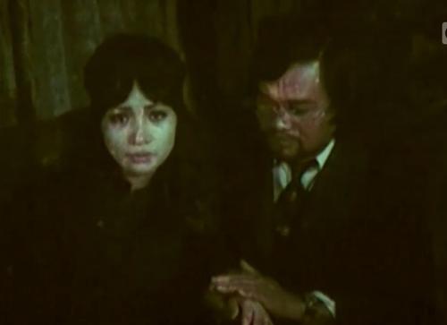 Cậu ruột chồng Kiều Trinh là bác sĩ Hợp - chuyên khoa thần kinh. Hắn giết chồng Trinh và cướp đoạt cô.