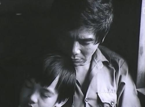 Suốt 4 năm chiến đấu ở chiến trường Miền Nam, Thăng không gửi một lá thư nào về.