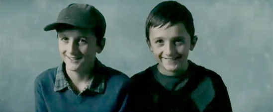 """Hai anh em sinh đôi trong bộ phim """"Hereafter""""."""