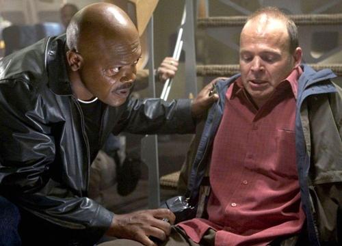 Anh cố gắng giúp đỡ những hành khách gặp nạn trong phim 'Snakes On a Plane'