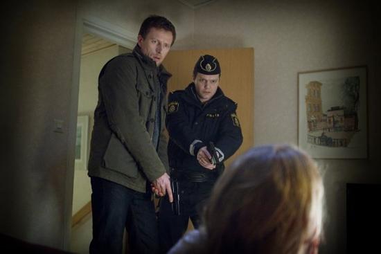 """""""The Hypnotist"""" là câu chuyện về hành trình điều tra một vụ án giết người tập thể của thanh tra Joona."""