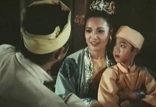 """Lê Vân trong một cảnh phim """"Kiếp Phù Du"""""""