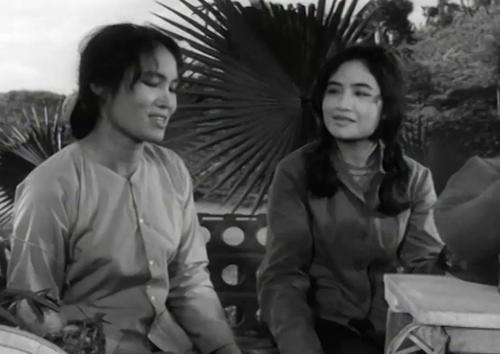 Những người vợ lên thăm chồng trong phim ''Vùng Trời''
