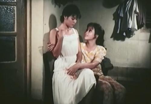 Người mẹ và con gái trong phim ''Chuyện Tình Trong Ngõ Hẹp''