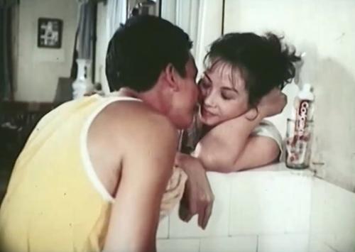 Người mẹ và mối tình ở tuổi xế chiều trong phim ''Chuyện Tình Trong Ngõ Hẹp''