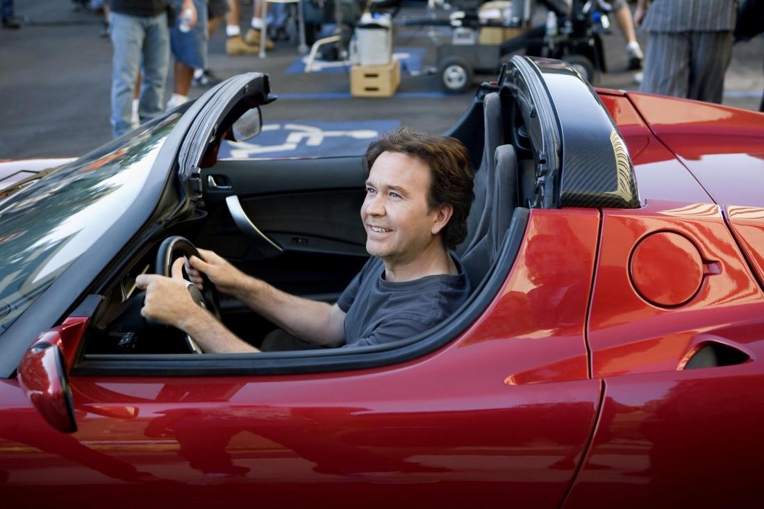 """Nate Ford trong một phân cảnh của phim bộ """"Một phân cảnh cả đội của Nate Ford trong phim bộ """"Leverage""""."""