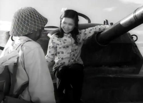 Cô bé Tấm đã có một gia đình mới trong phim ''Đứa Con Nuôi''