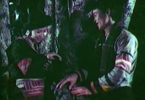 Cô có tình yêu của riêng mình với chàng trai tên Thao Sử trong phim ''Trở Về Sam Sao''