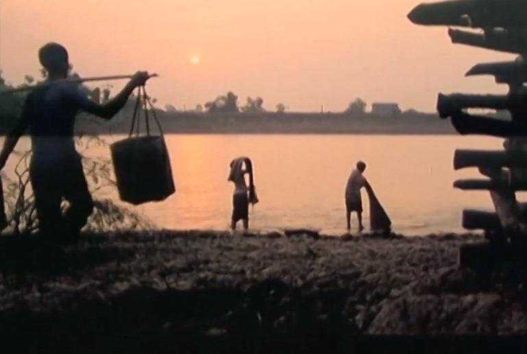 Một cảnh lãng mạn và đẹp mắt trong phim 'Thiếu Phụ Chưa Chồng'