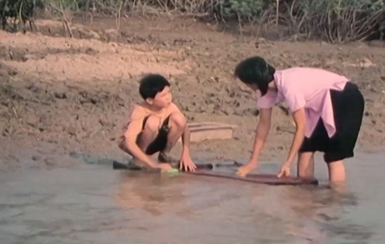 Một cảnh làng quê trong phim