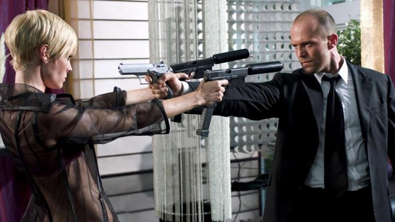 Lola đấu súng với Frank Martin.