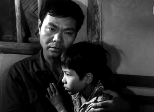 Người cha bên con trai trong phim ''Cha Và Con''