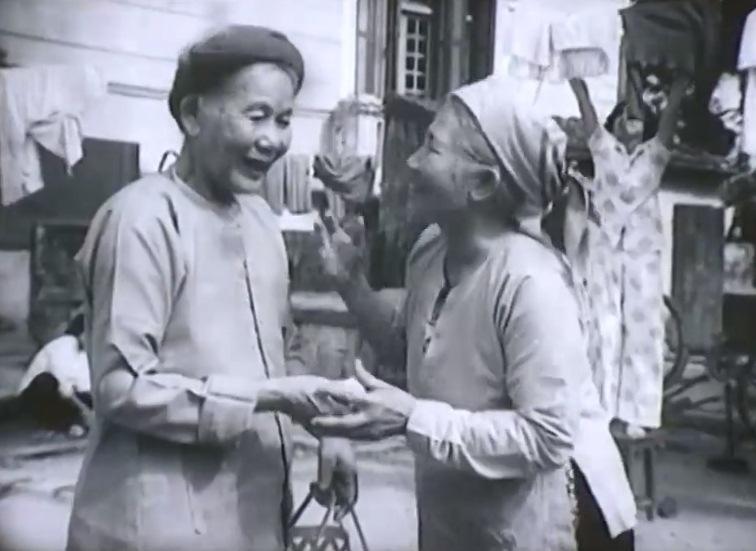 Một cảnh trong phim '' Khi Vắng Bà''