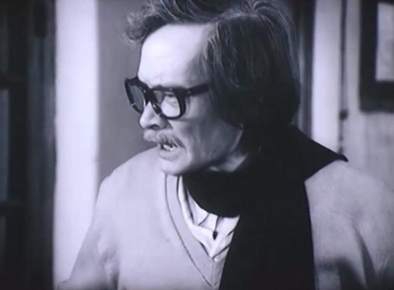 Nghệ sĩ Trần Tiến trong vai giáo sư Định