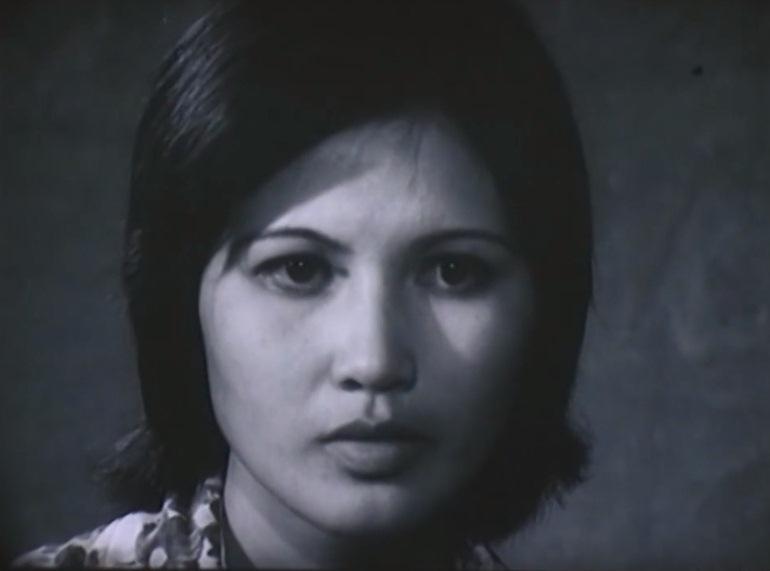 Nghệ sĩ Thanh Hiền trong vai cô giáo dạy toán