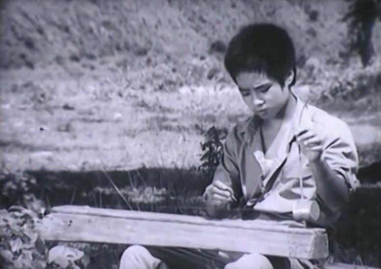 Một đứa trẻ mồ côi nghỗ nghịch trong phim