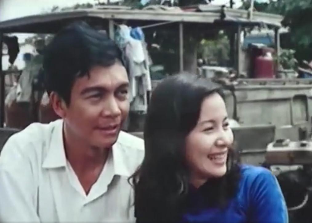 Là con gái duy nhất trong một gia đình chủ lò gốm, Phụng đem lòng yêu anh người làm Hai Cảnh.