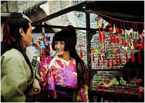 Nữ diễn viên trẻ Huỳnh Mạn vào vai nữ chiến binh Nhật Bản Tomiko khát máu, lạnh lùng.