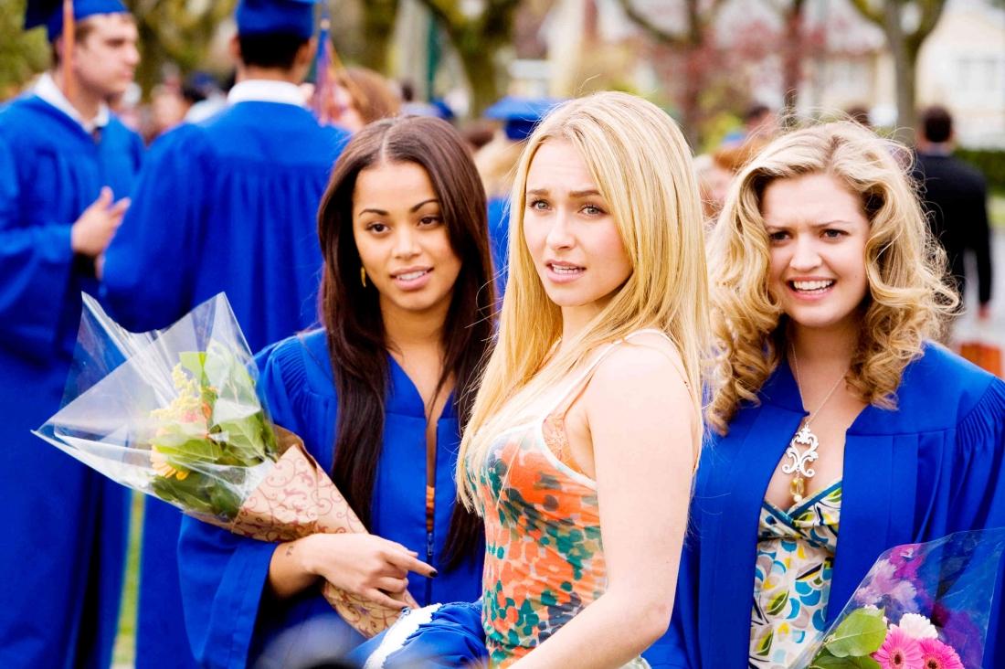 """Beth cùng bạn bè tại lễ tốt nghiệp trong phim """"I Love You, Beth Cooper"""""""