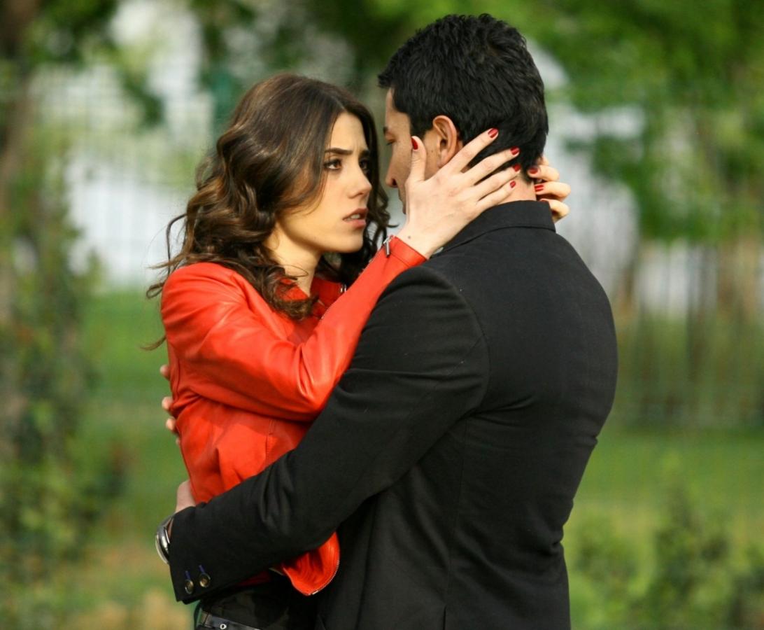 Ezel và cô người yêu xinh đẹp Eysan