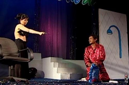 Kiều Oanh và Mai Trần diễn xuất nhập tâm trên sân khấu
