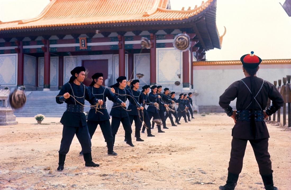Tín Khang đang đào tạo 12 sát thủ tinh nhuệ sử dụng huyết trích tử.