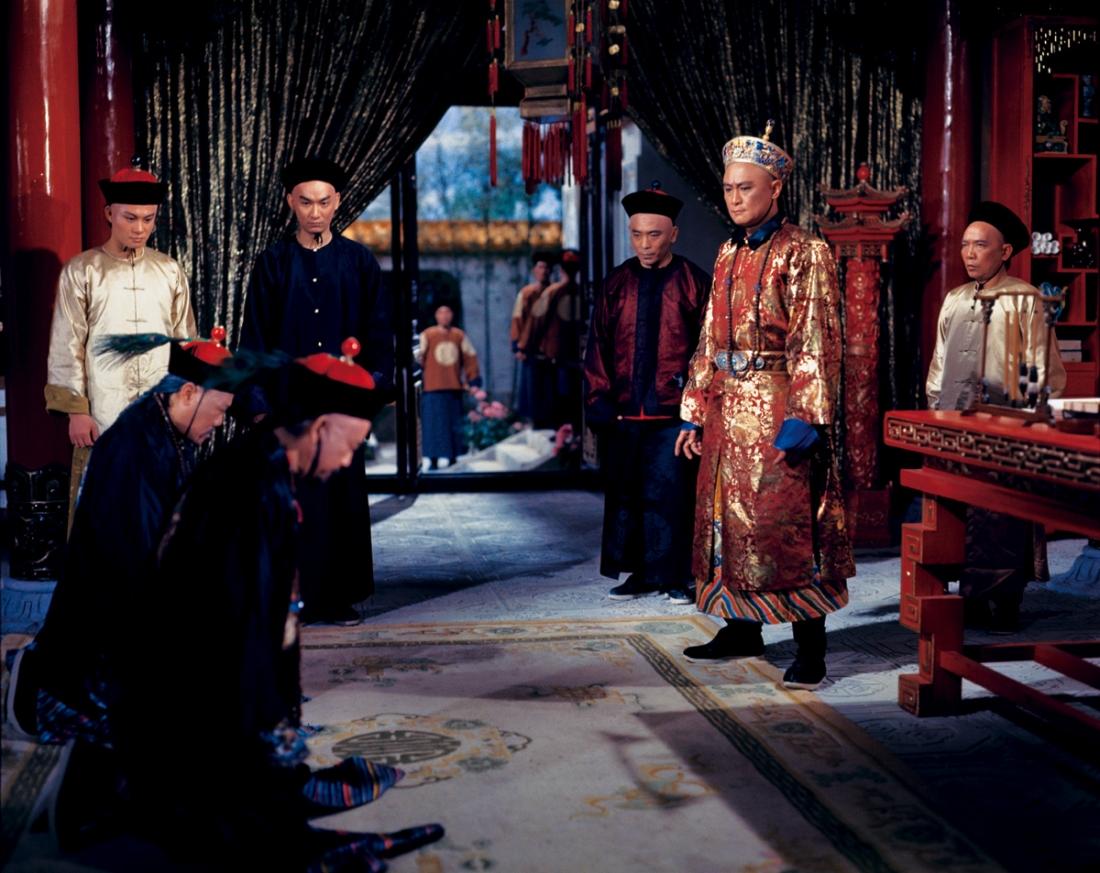 Hoàng thượng và hai đại thần Trần Lý và Nghiêm Lôi.