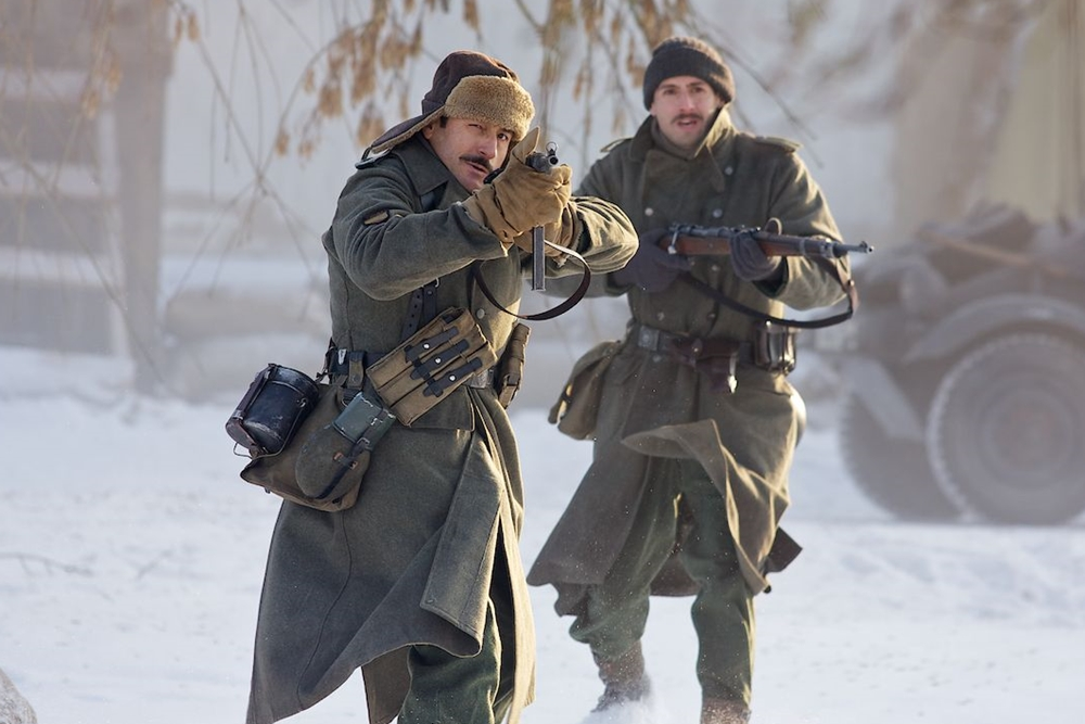 Arturo cùng đồng đội trên mặt trận của Sư Đoàn Xanh trong phim ''Frozen Silence''
