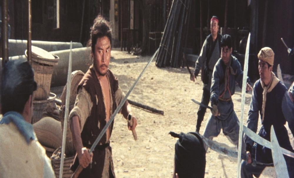 Anh vô tình gây ra cái chết của sư huynh của Tú Tú nên cố gắng tìm cô để trao lại thanh kiếm trong phim ''Magnificent Swordsman''