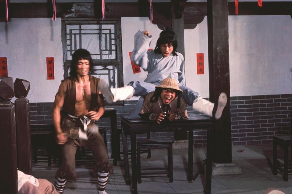 Tài sản của Di Hà luôn bị Vương Gia nhòm ngó trong phim ''Magnificent Wanderers''