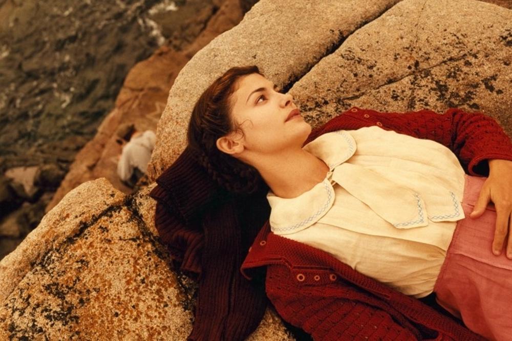 Không tin vào sự ra đi của người thương, Mathilde lên đường tìm kiếm sự thật.