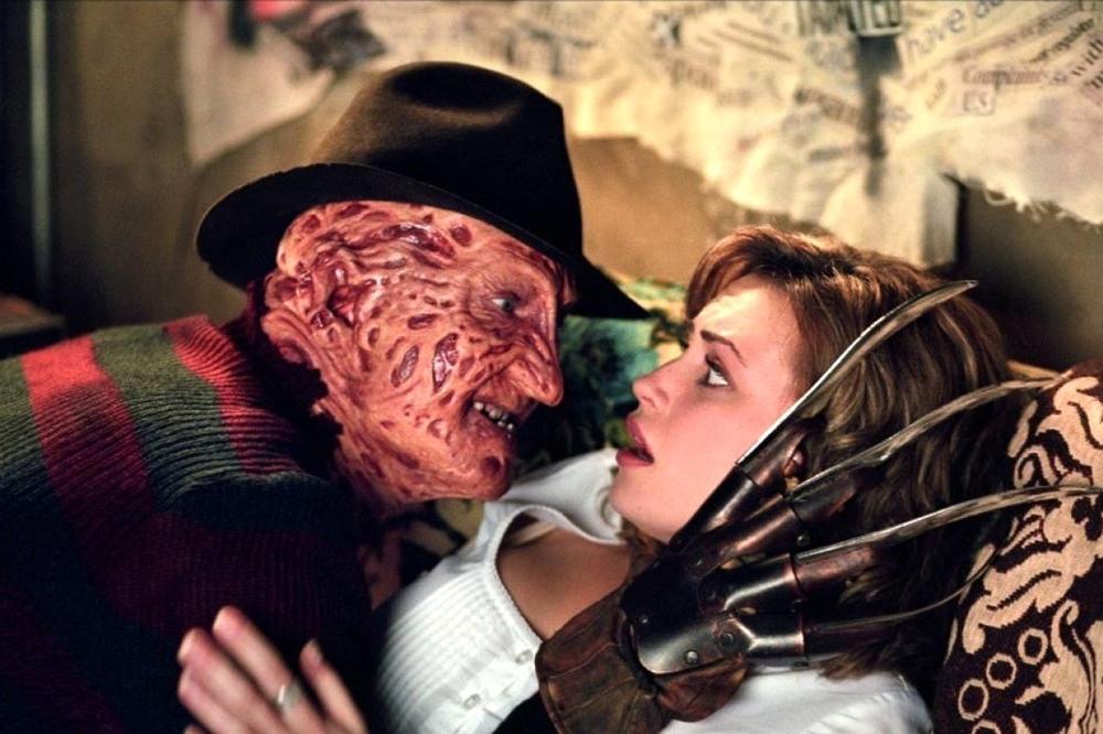 Kể từ đây, cuộc chiến giành con mồi và tận diệt lẫn nhau giữa Freddy và Jason bắt đầu.