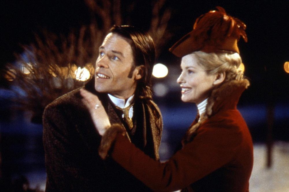 Nhà khoa học thiên tài Alexander Hartdegen có cuộc sống hạnh phúc bên người vợ xinh đẹp trong phim ''The Time Machine''