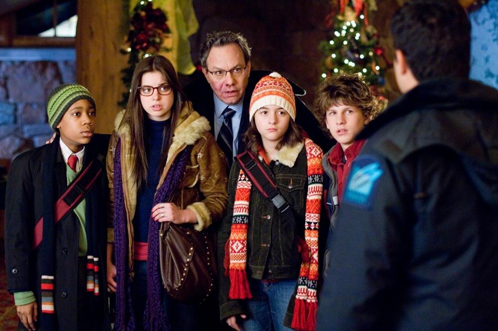 Chúng đã gây không ít rắc rối cho viên quản lý cáu kỉnh Oliver Porter trong phim ''Unaccompanied Minors''