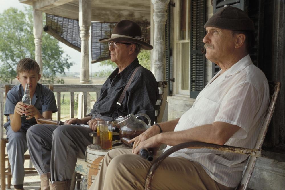 Sau mấy chục năm xa quê, Hub McCaan và Garth McCaan đột ngột trở về bang Texas với mái tóc hoa râm và một gia tài kếch xù