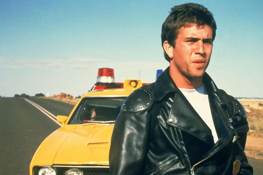 Max là một trong những cảnh sát xuất sắc nhất nhờ khả năng bắn súng và lái xe điêu luyện trong phim ''Mad Max''