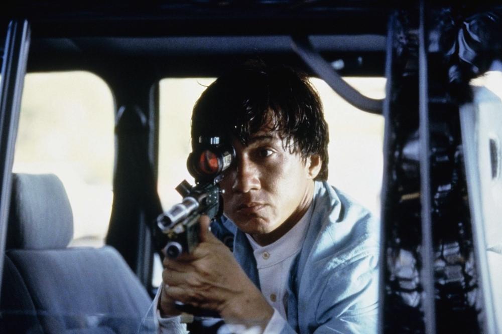 Jackie lần lượt cộng tác với hai cơ quan tình báo hàng đầu thế giới để ngăn chặn âm mưu buôn lậu đầu đạn hạt nhân trong phim ''Jackie Chan's First Strike''
