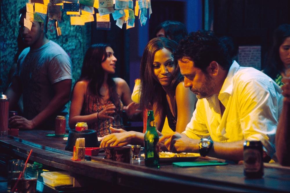 Được sự giúp đỡ của nữ điệp viên bí ẩn, năm người may mắn thoát chết trong phim ''The Losers''