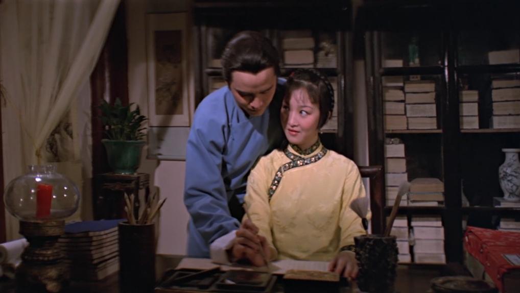 Tri Tri phải lòng Ngụy Phong khi anh đến dạy học cho cô.